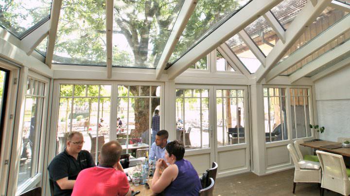Mehr Kundenzufriedenheit durch einen Wintergarten in der Gastronomie