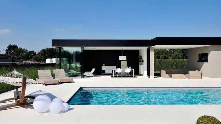 Wohnwintergarten mit großem Außenbereich inkl. Terrasse und Schwimmbad