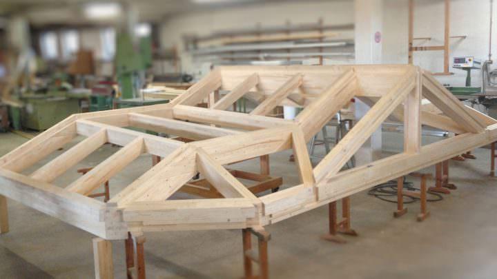 Vorab Aufbau eines Wintergarten-Daches in der Werkstatt
